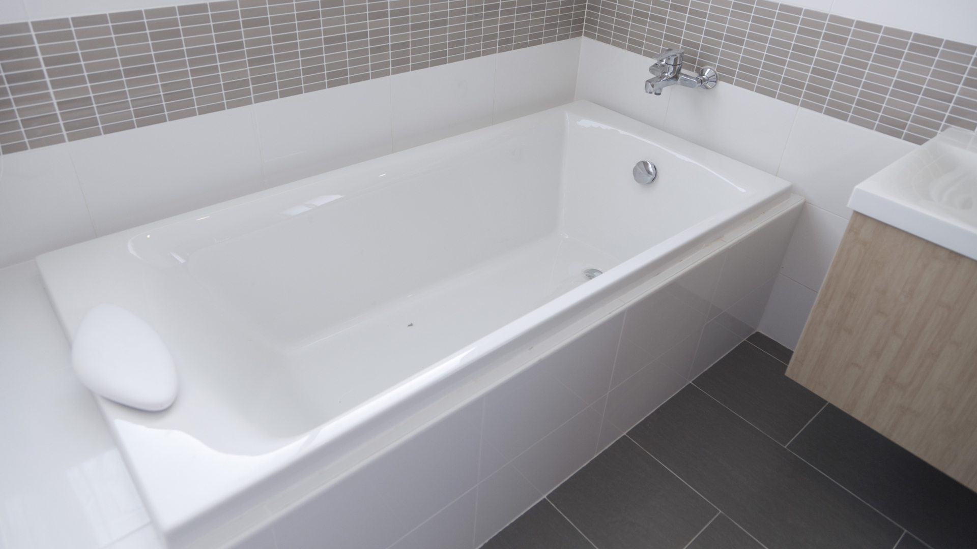 How to Clean Bathtub Grime with Bar Keepers Friend