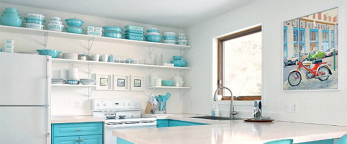 Vintage Pyrex on display - Dans Le Lakehouse