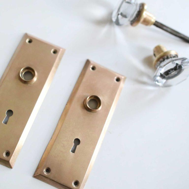 how to clean brass doorknobs - image 1